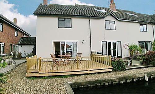 2 Bedroom Holiday Cottage To Rent In Wroxham Norfolk